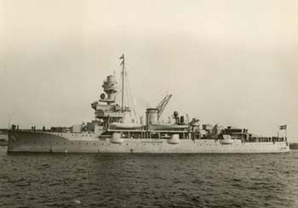 """Archiwalne zdjęcie """"Nielsa Juela"""". To ten krążownik w 1944 roku Niemcy trzymali w Ustce."""