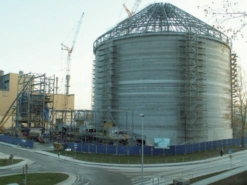 W Małogoszczy kończy się właśnie budowa wielkiego młynu i silosu dla cementowni