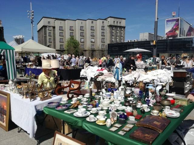 Kwietniowy Jarmark Staroci na rynku w Katowicach