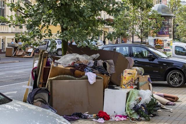 Dzięki zmianom w harmonogramie odbioru śmieci wielkogabarytowych na takie widoki bydgoszczanie mają być narażeni nieco rzadziej.