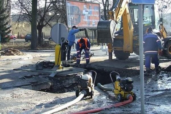 We wtorek pękła rura na głównej magistrali wodociągowej w Kluczborku i mieszkańcy Kluczborka przez cały dzień nie mieli wody.
