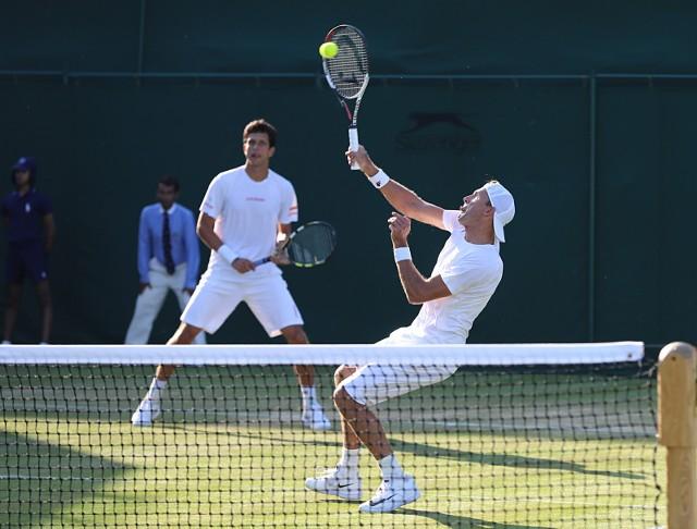 Łukasz Kubot (z prawej) i Marcelo Melo wygrali w tym roku Wimbledon