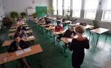 Dziś rząd ogłosi decyzję w sprawie szkół i przedszkoli. Poznamy też terminy matur i egzaminu ósmoklasisty. Wiemy, czego można się spodziewać