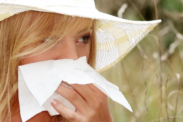 Objawy alergii wziewnej są nasilone zwłaszcza w okresie kwitnienia roślin i odczuwane podczas pobytu na dworze