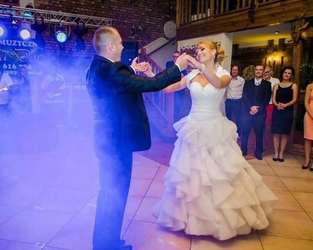 Mądre życzenia ŚLUBNE 2021. Czego życzyć młodym? Życzenia na ślub. Piękne, nieoklepane wiersze na ślub i wesele