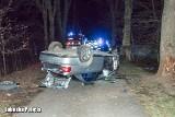 Tragiczny wypadek pod Żarami. Auto rozbiło się na drzewie. Jedna osoba zginęła