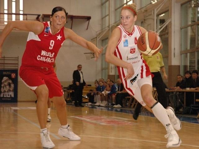 Rozgrywająca Natalia Małaszewska (z prawej) w zespole Odry występowała z dobrym skutkiem w sezonie 2009/10. Oby teraz było podobnie.