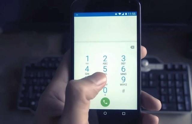 Oszuści próbują wyłudzić od nas pieniądze, wykorzystując do tego telefon. Dzwonią do nas, a odebranie wiąże się z utratą pieniędzy lub próbą wyłudzenia danych osobowych. Coraz częściej można spotkać się z połączeniami kilkusekundowymi, których nie zdążymy nawet odebrać. Pod żadnym pozorem nie oddzwaniajmy na nie jeśli nie znamy numeru. Szczegóły na kolejnych zdjęciach >>>