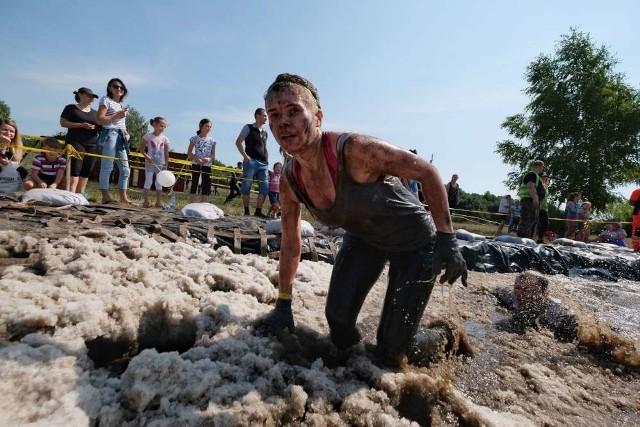 Cztery tysiące zawodników wystartowało w biegu ekstremalnym Runmageddon. Tego biegu nie da się ukończyć w czystym ubraniu. Zobaczcie zdjęcia ---------->