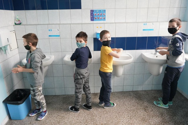 Mija drugi tydzień nauki stacjonarnej w wielkopolskich szkołach. W Wielkopolsce zakażenia są w dwunastu placówkach.
