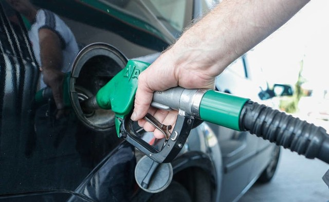 Diesel droższy niż benzyna. Ropa naftowa podrożała. Takiego skoku nie było niemal od roku. Dlaczego?