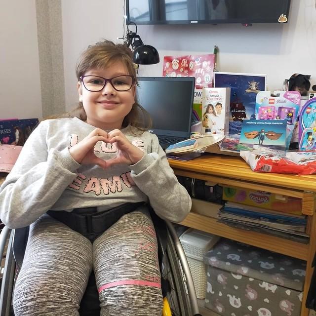 Dzięki darczyńcom chora Karolinka z Bytowa ma już nowy laptop.