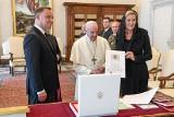 """Andrzej Duda na audiencji u papieża. """"Jego Świątobliwość Papież Franciszek podkreśla, że pragnienie pokoju leży głęboko w ludzkich sercach"""""""