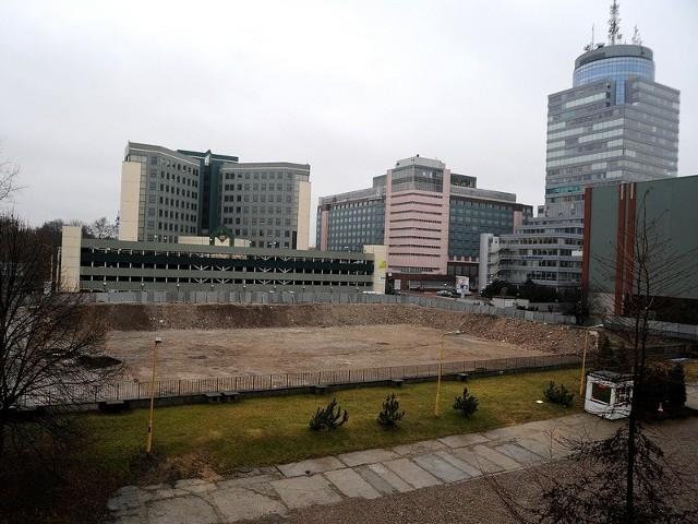 Wciąż nie wiemy, co powstanie w miejscu, gdzie do niedawna stał jeszcze hotel Neptun. Mieszkańcy liczą na to, że budowla nie oszpeci centrum Szczecina.