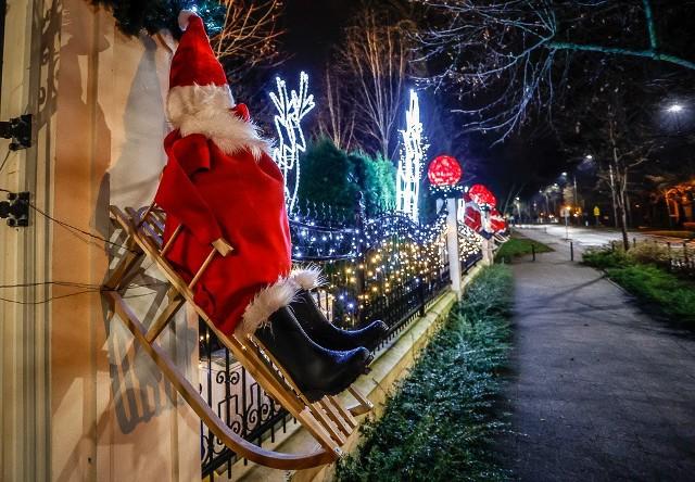 Właściciele kamienicy na Jaśkowej Dolinie we Wrzeszczu ubrali posesję w dekoracje świąteczne