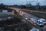 Kraków. Kierowcy narzekają na światła przy węźle Przewóz. GDDKiA odpowiada, że jest bezpieczniej [ZDJĘCIA]