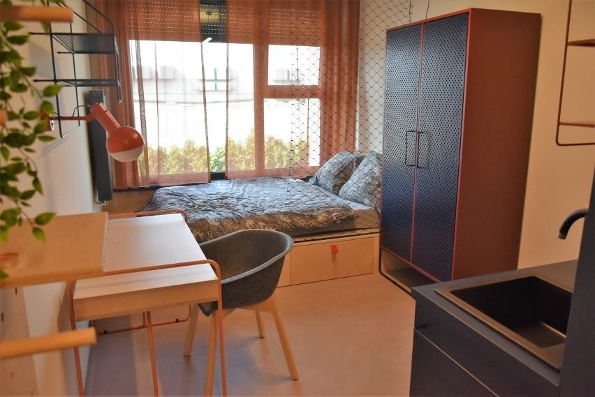 Oddano właśnie do użytku Base Camp 2 - drugi już w Łodzi obiekt sieci prywatnych akademików. Do dyspozycji studentów jest m.in. siłownia, kino i strefa relaksu. Ile kosztuje pobyt w tak luksusowych warunkach?ZOBACZ ZDJĘCIA, CZYTAJ WIĘCEJ