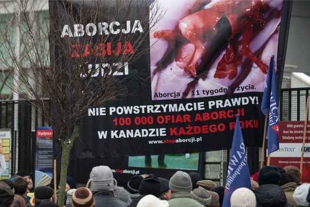 Protest pod Ambasada Kanady zorganizowany przez fundacje Pro-Prawo do życia