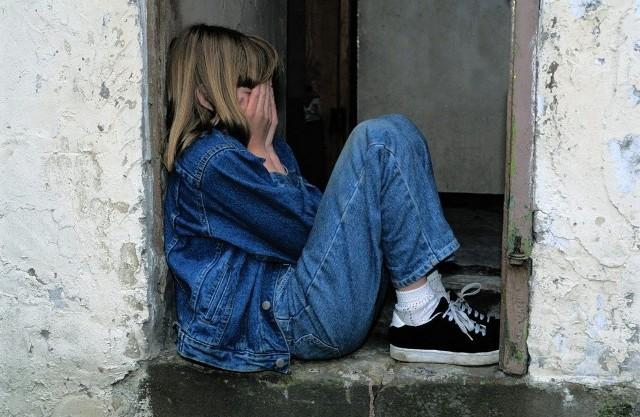 35-latek szantażował emocjonalnie wykorzystywaną seksualnie córkę. Zdjęcie ilustracyjne