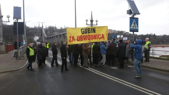 W poniedziałek 22 marca most w Krośnie Odrz. blokowali m.in. przedstawiciele Gubina