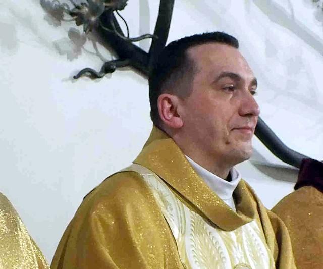 Ksiądz Paweł Augustyniak, wikariusz parafii Wszystkich Świętych w Starachowicach przeszedł na wikariusza do Tczowa
