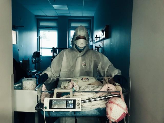 Krystian Stopka na szpitalnym oddziale zajmował się m.in. dwumiesięcznym niemowlęciem