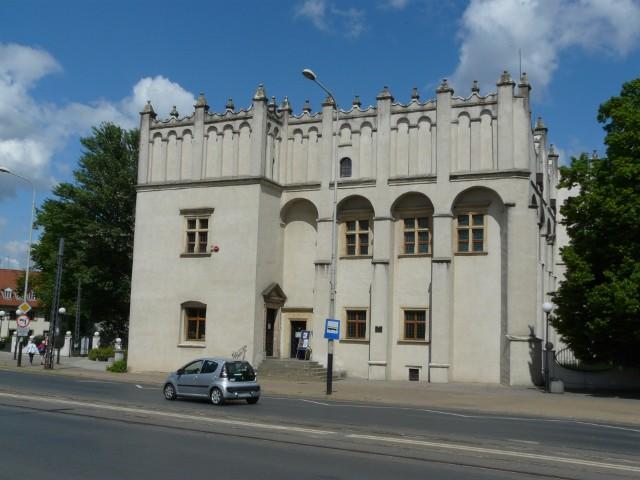 Renesansowy dwór obronny kapituły krakowskiej w Pabianicach, czyli tzw. zamek