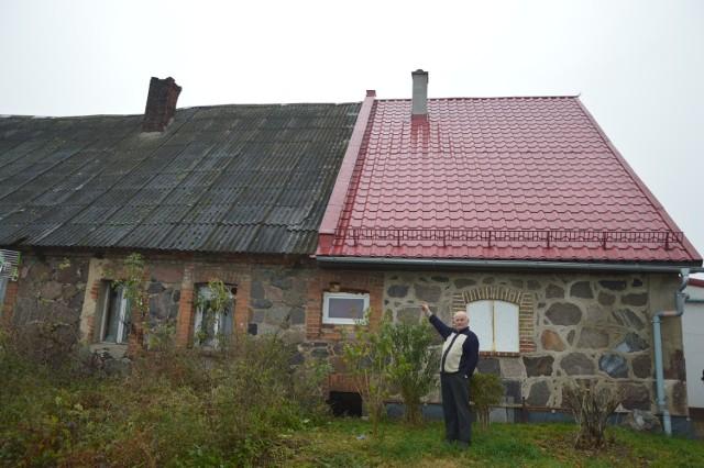 - Ten komin jest naprawdę w tragicznym stanie. Zagraża nam - mówi pan Marian z Jezior.