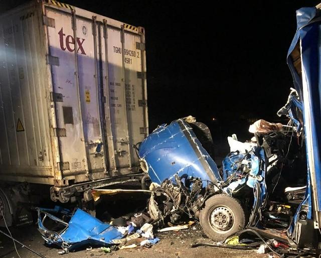 Śmiertelny wypadek na A1 w piątek, 11.02.2021 r. Zderzyły się 3 samochody ciężarowe