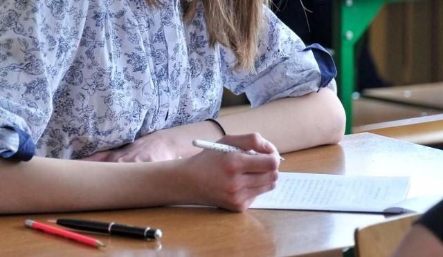 Dziś matura 2015 z matematyki. Odpowiedzi, rozwiązania zadań, arkusz testu CKE oraz wyniki znajdziecie w serwisie Edukacja