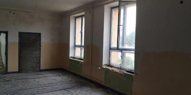 """Remont pomieszczeń w podstawówce w Łaguszowie ma zakończyć się jeszcze przed końcem wakacji. Klub Dziecięcy """"Żółwik II"""" oficjalnie ruszy we wrześniu."""