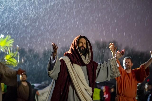 Rzeszowska Kuria radzi, jak przeżyć Wielki Tydzień, gdy nie można pójść do kościoła. Przejdź do kolejnego zdjęcia ---------->