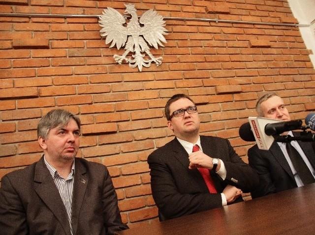 W białostockim Muzeum Wojska spotkali się (od lewej): Robert Sadowski, Jan Ołdakowski i Robert Tyszkiewicz, by omówić kolejne etapy powstania Muzeum Pamięci Sybiru