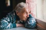 Troskliwie opiekowała się chorą babcią, a potem dokonała skoku na jej majątek