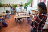 Najmłodsi uczniowie wracają w poniedziałek do szkoły. Jednak nie wszyscy