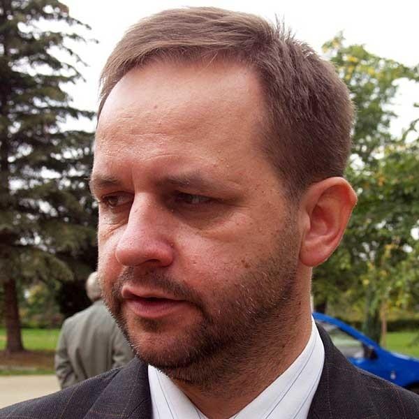 Zbigniew Bober, szef mieleckiego pogotowia zapewnia, że nie jest złośliwy i nie robi czystek. Dba tylko o bezpieczeństwo finansowe pogotowia.