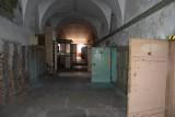 Opuszczone więzienie w Łęczycy. Zobacz, jak w środku wygląda nieczynny zakład karny! Z tego więzienia nikt nie uciekł