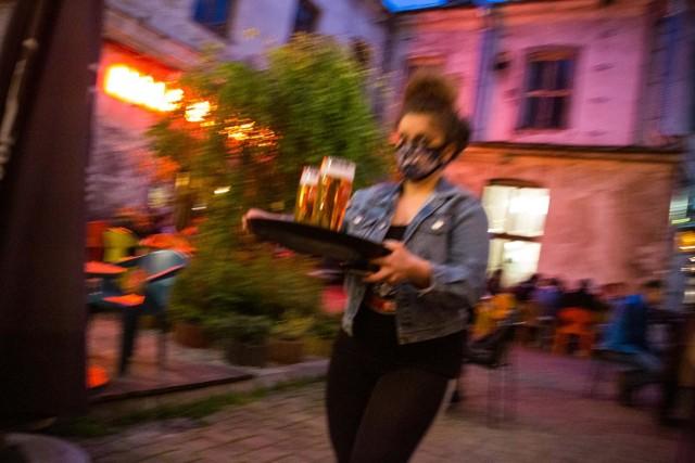 Piwo znacząco różni się od innych napojów alkoholowych stylem konsumpcji. Dużo częściej spożywane jest w towarzystwie, podczas  spotkań, a tych z powodu pandemii,było mniej.
