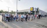 Poznań: Nowy Lidl przy ul. Księcia Mieszka I otwarty. Długa kolejka przed wejściem i dużo promocji [ZDJĘCIA]