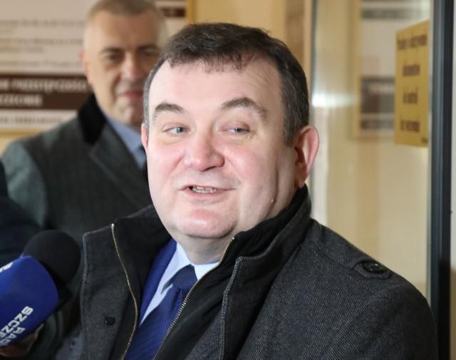 Po tym, jak Stanisław Gawłowski opuścił areszt, wybuchła afera związana ze strażnikiem więziennym, który miał mu pomagać. Teraz strażnik został zwolniony ze służby, a jego obrońca zapowiada odwołanie się od tej decyzji Służby Więziennej.