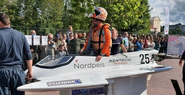 Sebastian Kęciński z Trzcianki zajął w Tarnopolu drugie miejsce i w klasyfikacji generalnej MŚ jest sklasyfikowany na trzeciej pozycji. Do czeskich Jedovnic pojedzie walczyć o podium MŚ w Formule 125