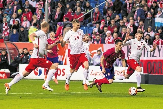 Kamil Glik (z lewej) i Łukasz Piszczek (nr 20)  dziś przeciwko sobie zagrają po raz pierwszy w historii.