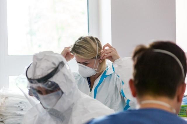 W szpitalach zaczyna brakować lekarzy i pielęgniarek