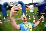 Zielona Góra. Ultramaraton Nowe Granice 2021. Pokonali 103 km i przekroczyli linię mety. Co za szczęście na twarzach!