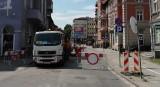 Awaria na ul. Do Studzienki w Gdańsku. Zostaje zamknięta dla ruchu, wyznaczono objazdy 11.07. Zapadła się części jezdni ul. Do Studzienki
