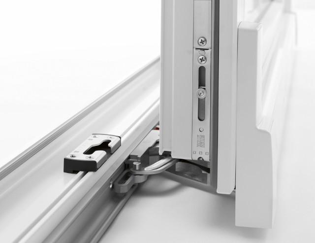 Okucie okienne duoPort PASOkucie przesuwne z widocznym zaczepem specjalnej konstrukcji, która umożliwia bezpieczne wietrzenie szczelinowe.