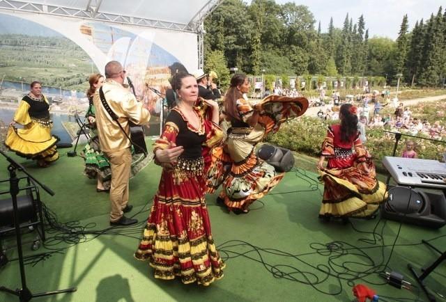 Dzień Kultury Romskiej w SzczecinieW sobotę odbył się Dzień Kultury Romskiej w Szczecinie. Tańce, jedzenie, wystawa obrazów i Cyganie, którzy przyjechali tu nie tylko z Polski, ale również z Niemiec i Szwecji.  .