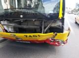 Wypadek autobusu MPK jadącego buspasem na Pomorskiej