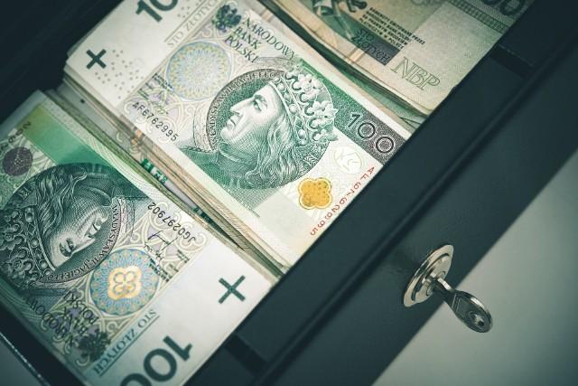 Niewiele czasu trzeba było czekać, aby w efekcie obniżek stóp procentowych przez Radę Polityki Pieniężnej banki zaczęły oferować coraz słabiej oprocentowane depozyty
