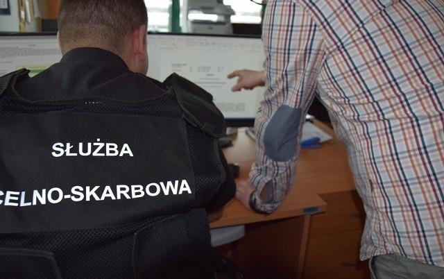 KAS i CBA rozpracowały grupę przestępczą, która, wedłuch śledczych, chciała wyłudzić ponad 260 mln złotych z nienależnych zwrotów podatków VAT.